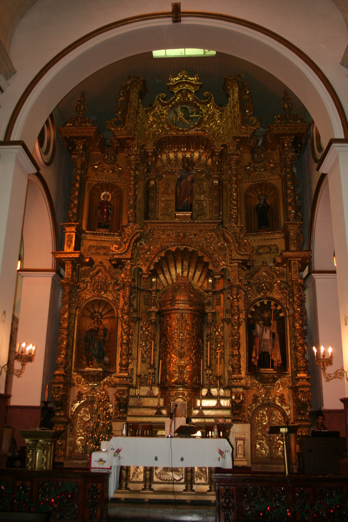 This golden altar in the Iglesia San Jose, the Catholic parish church for the Casco Viejo